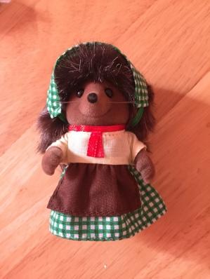 sylvanian-families-brick-oven-bakery-hedgehog-mother