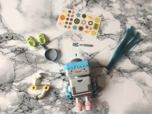 lottie-dolls-busy-lizzie-the-robot-accessory-pack