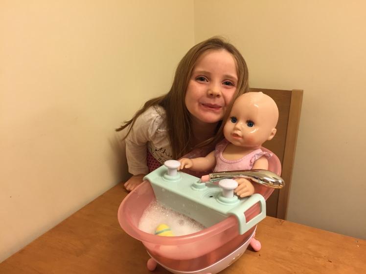 BABY-born-Interactive-Bathtub