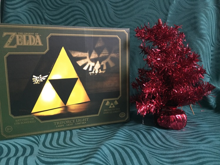 find-me-a-gift-Zelda-Triforce-Light