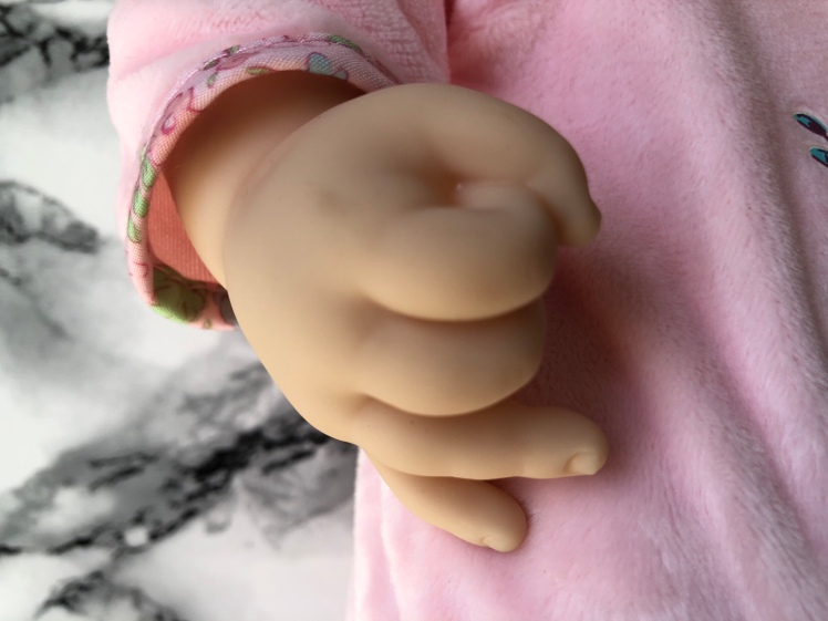 Baby-Annabell-Close-Up-Hands